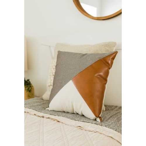 Coussin triangle cuir